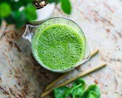 Organic green drink with bubbles