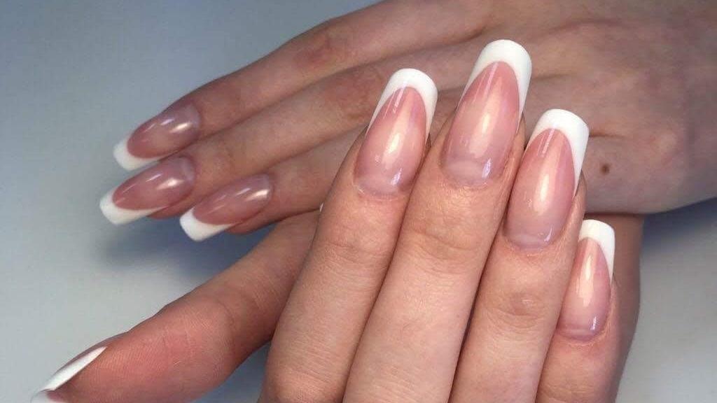 Intretinerea si reconstructia unghiilor artificiale. Tehnologia gel