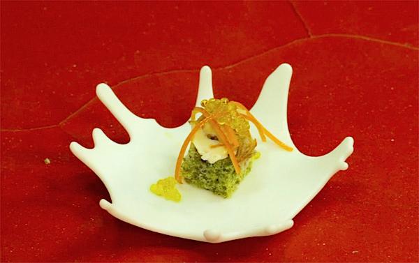 Pan de algas con caviar de aceite y ostra a la plancha