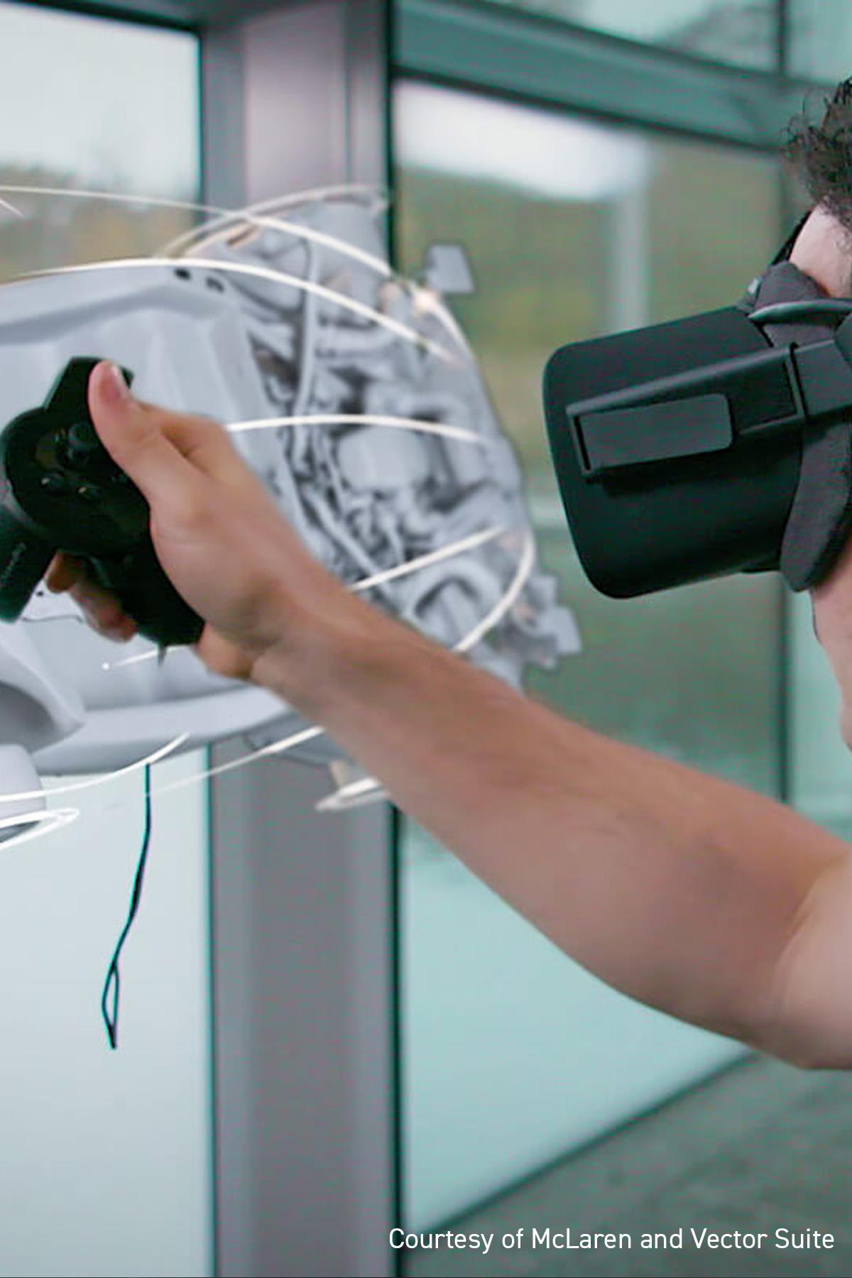 Persona jugando con las gafas de realidad virtual