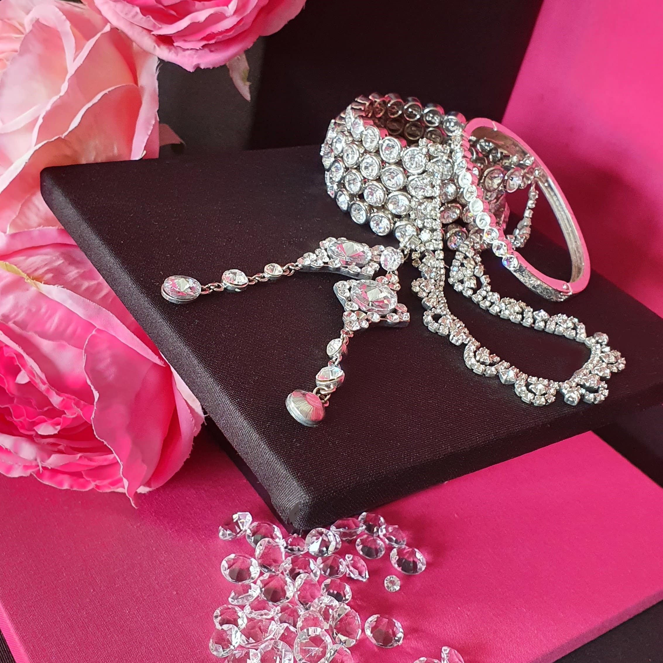 Introducing merchandise of diamond jewellery to the themed group