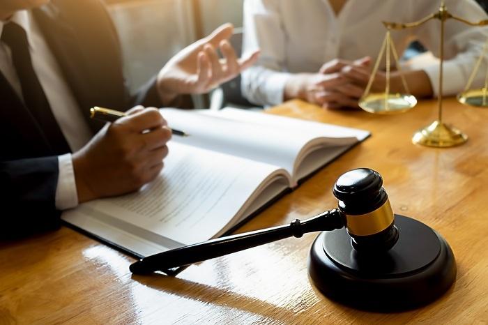 Leyes y regulaciones