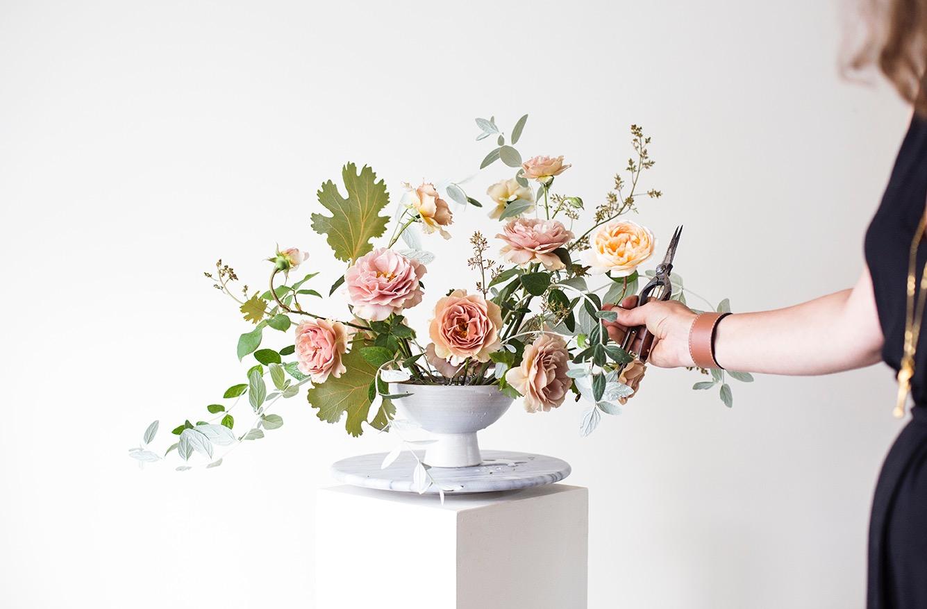 Flower arranging lesson Photo Aesme Studio