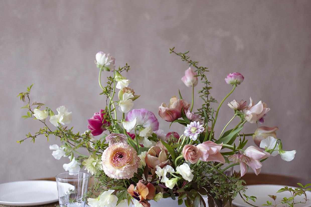 Spring wedding centrepiece Photo Aesme Studio